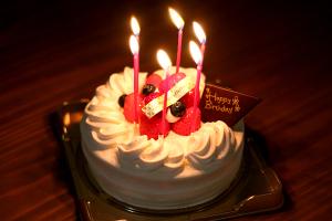 【本日のあまいモノ】おめでとう!アルバイトスタッフのバースデーケーキ!イメージ
