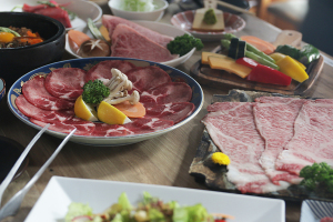 お肉いっぱいの撮影!_名駅 焼肉白金プロジェクトイメージ