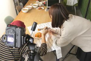 糖質0!こんにゃく麺の撮影_ヨコオデイリーフーズプロジェクトイメージ