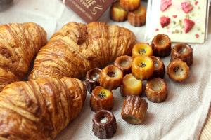おやつを食べたくなる甘い香りの誘惑と戦いながらの撮影_パティスリーエスデザインイメージ