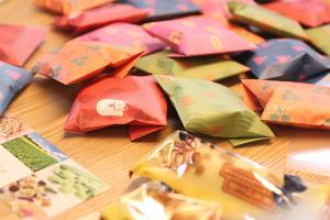 KOMスタッフ、引き出しがお菓子でいっぱいな1週間イメージ