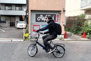 社用自転車で現場へ向かうスタッフマノイメージ