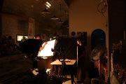 閉店後の店内で新商品の撮影_パティスリーしあわせのえきプロジェクト