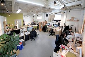 引っ越し準備の前に今の事務所を撮っておくイメージ