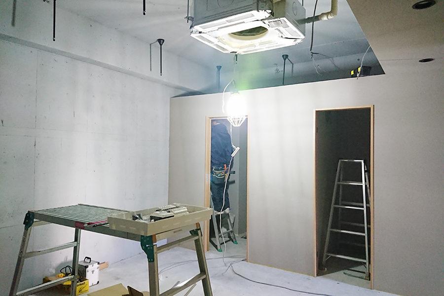 壁が仕上がり電気工事_GOKAN Conditioning Labo.プロジェクトメインイメージ