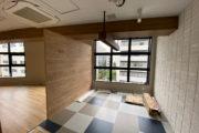 床が貼られてブランドカラーが入りました_横浜みなと税理士事務所プロジェクトvol.05