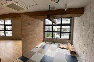 床が貼られてブランドカラーが入りました_横浜みなと税理士事務所プロジェクトイメージ