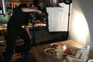 今年は6周年!リーフレットの撮影を行いました_名駅 焼肉白金プロジェクトイメージ