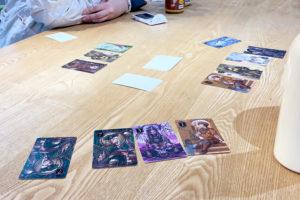 お昼のカードゲームイメージ