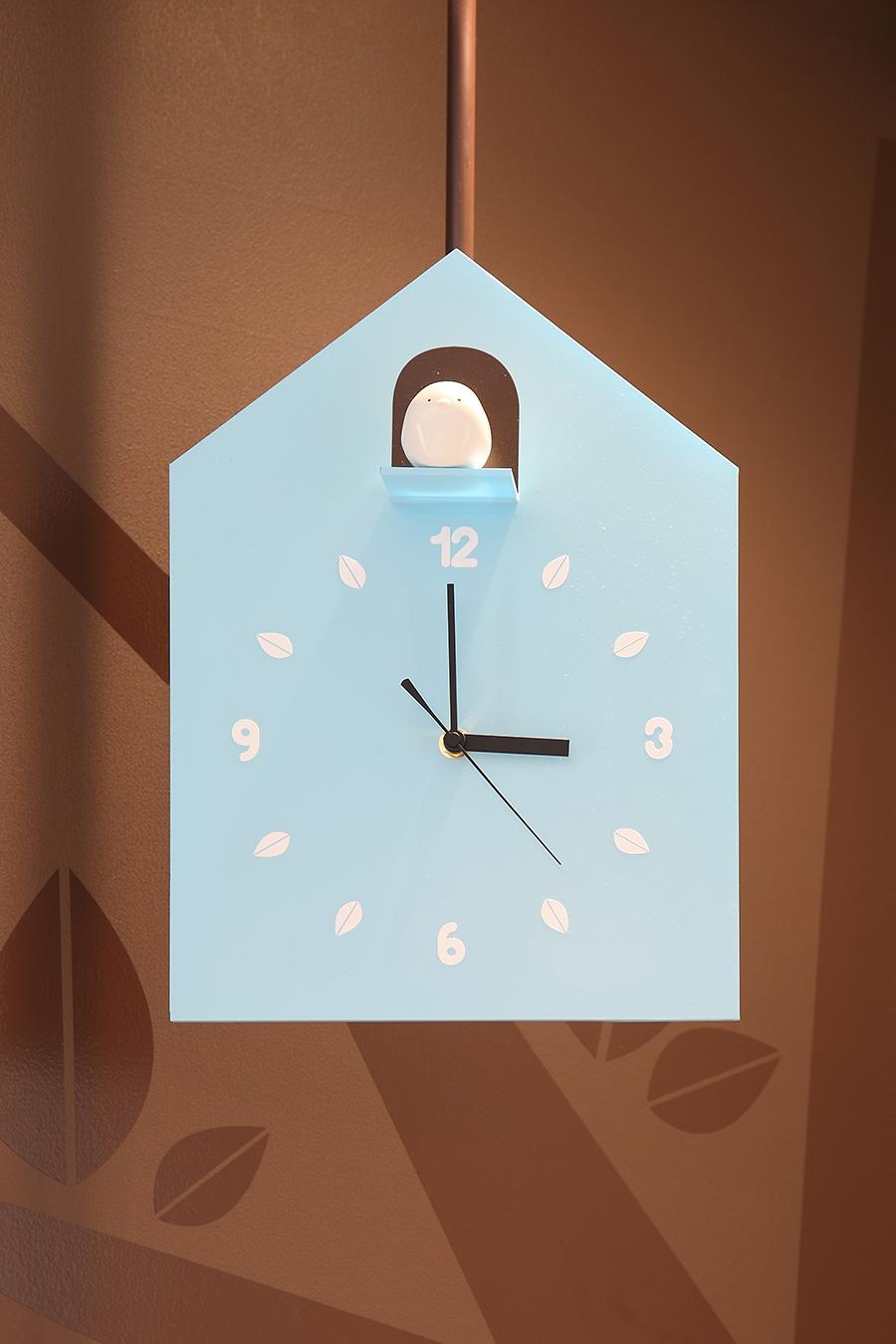 カフェの鳩時計