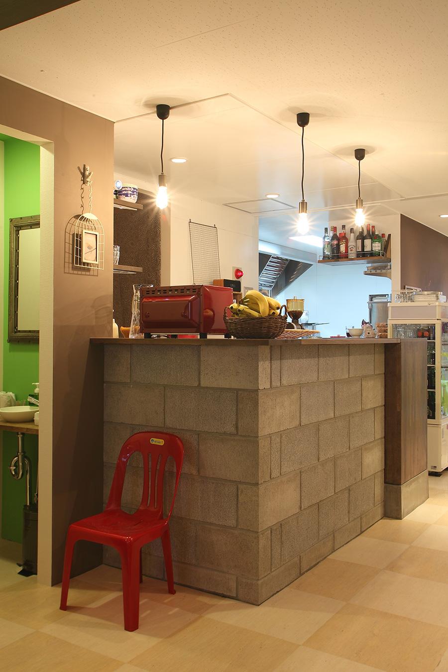 ベトナム料理店のカウンター