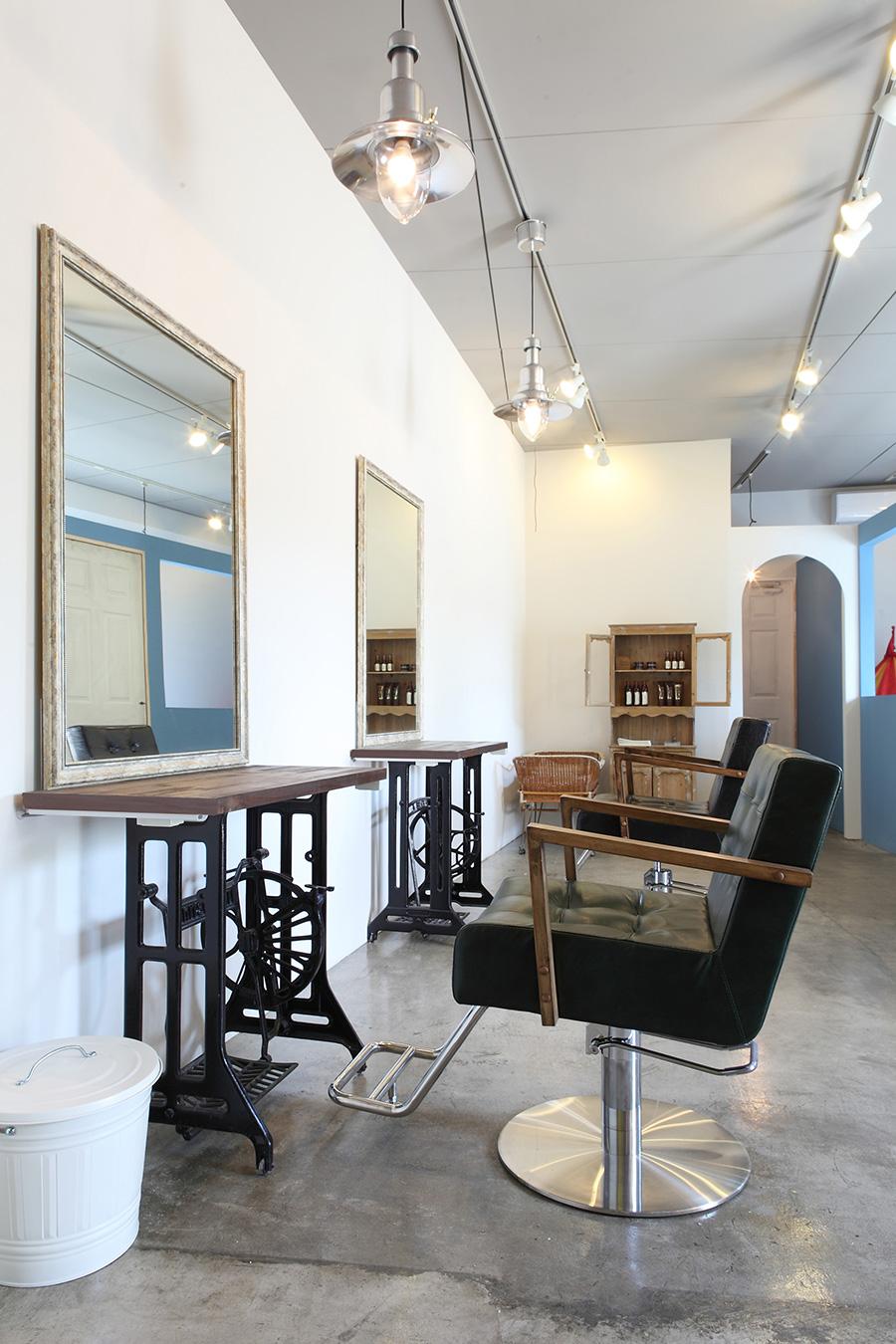 美容室のアンティーク家具デザイン