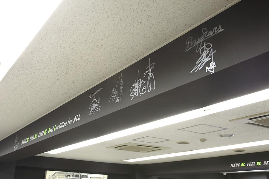 パーソナルトレーニングスタジオのアスリートサイン