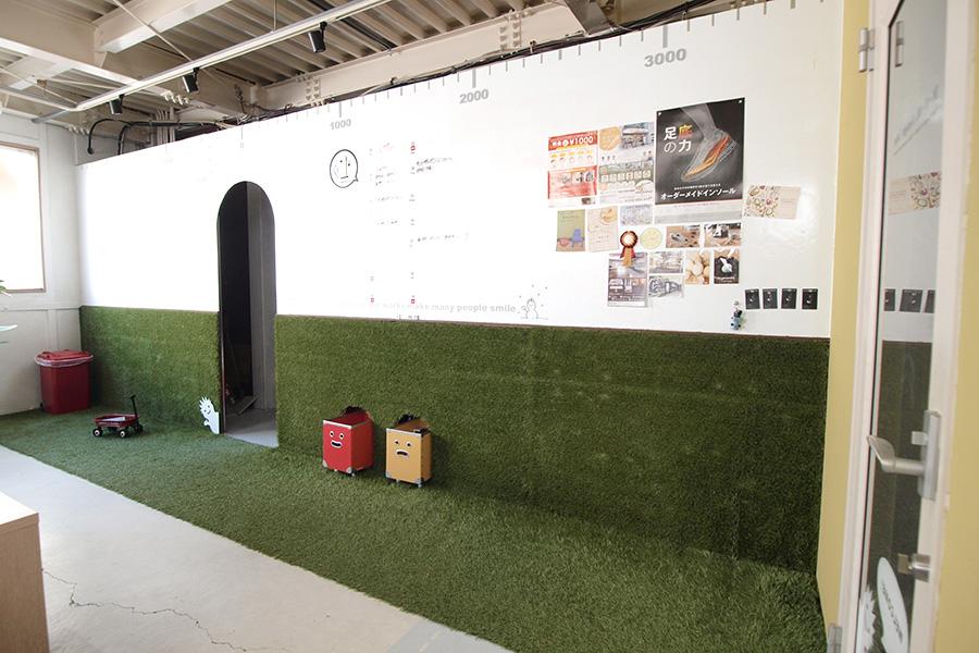 デザイン事務所の人工芝