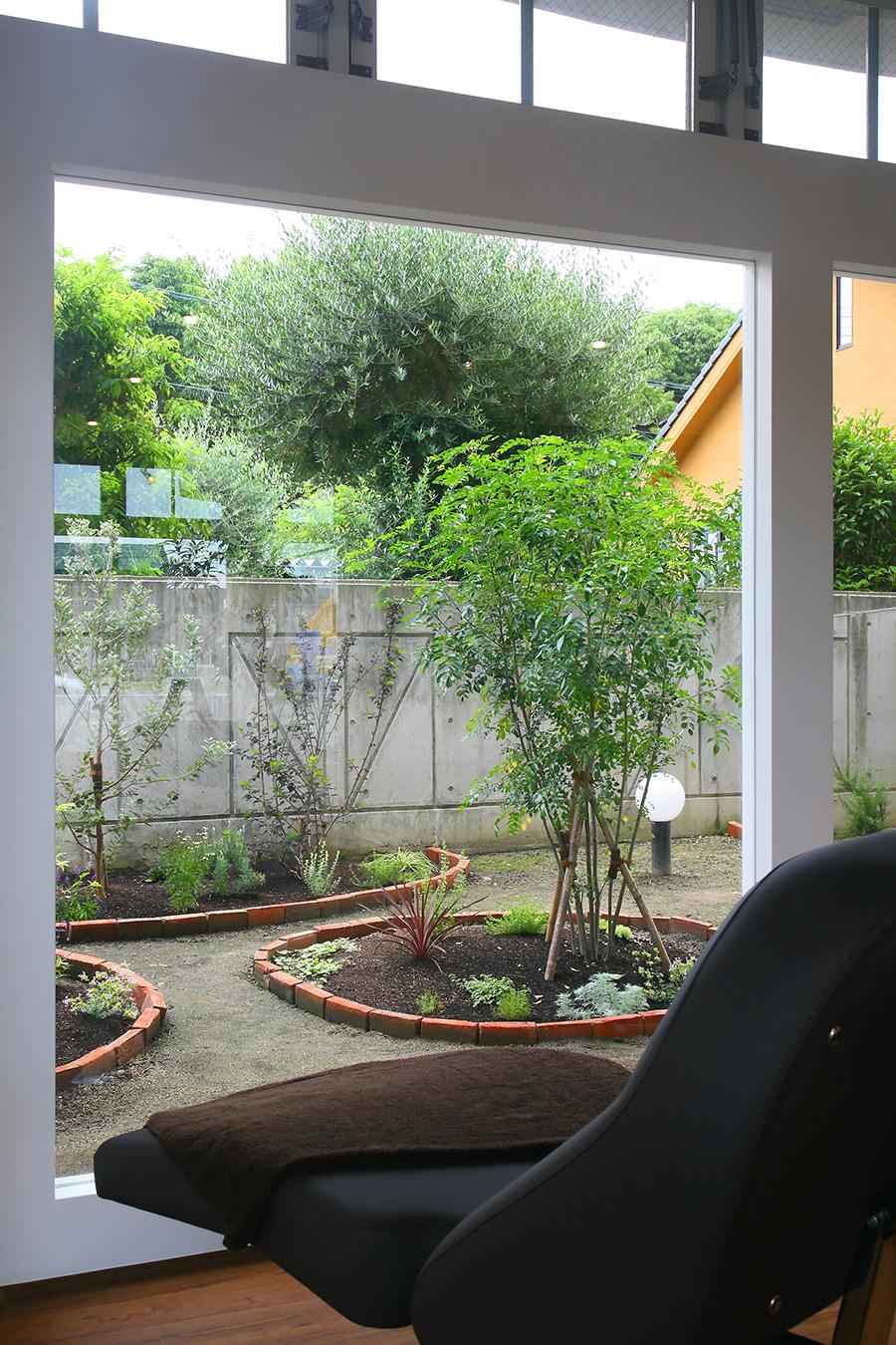 美容室の庭