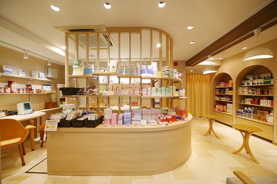 ダイエット薬局の店舗デザイン_東京都大田区蒲田 くすりのホーライサムネイル