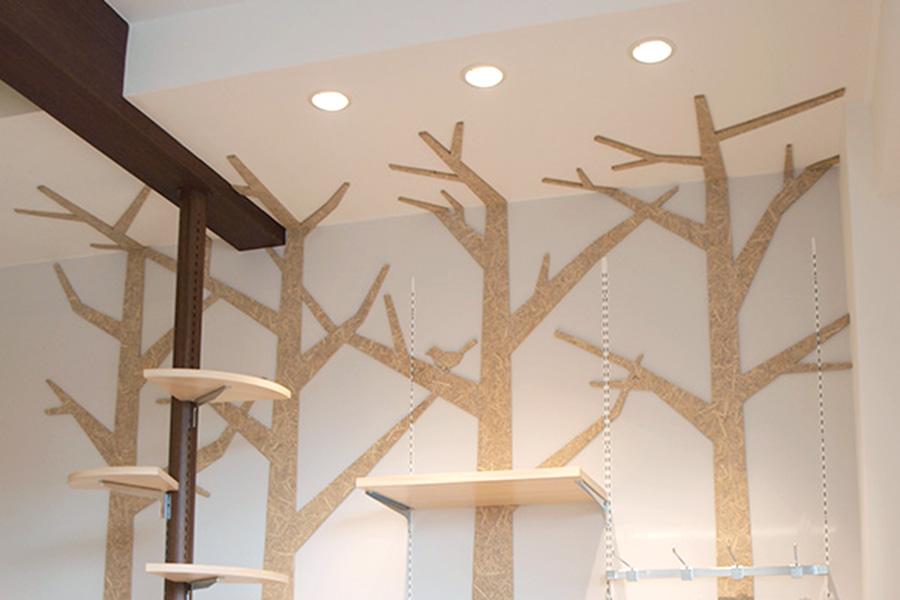 ケーキ屋/壁面の木のシルエット風サインデザイン_cadeau de rincotté
