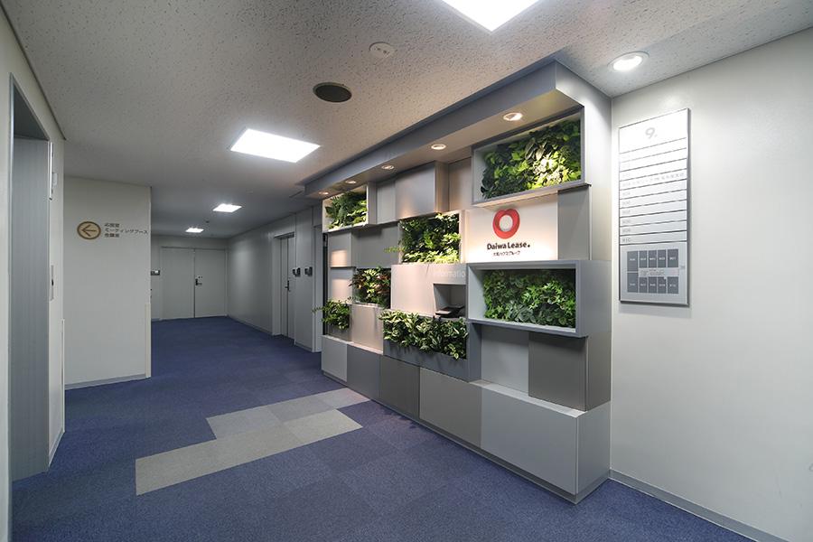壁面緑化のエントランスデザイン