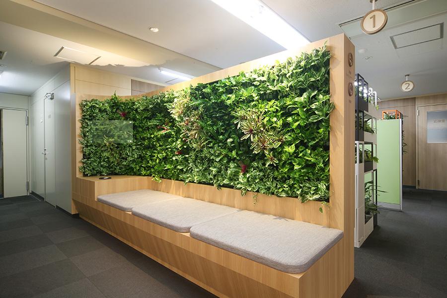壁面緑化のベンチデザイン
