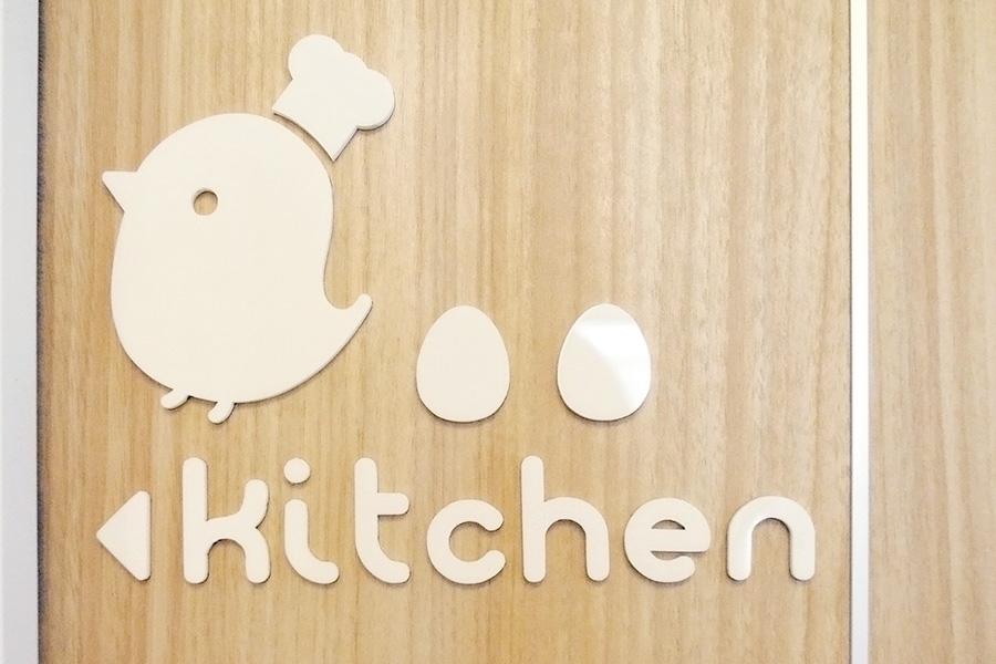 カフェ/ドアのアクリルサインデザイン_ひよこカフェ
