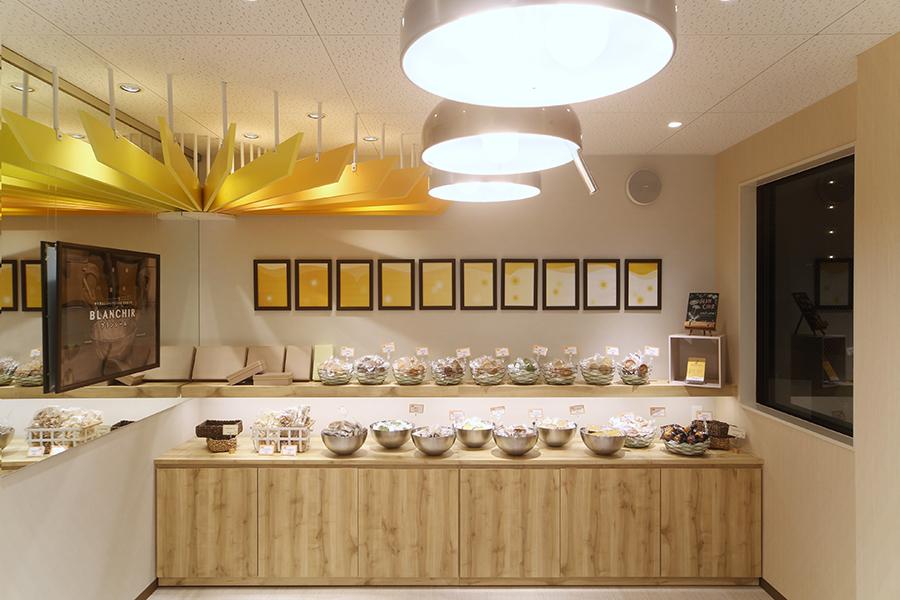 洋菓子店の店舗デザイン