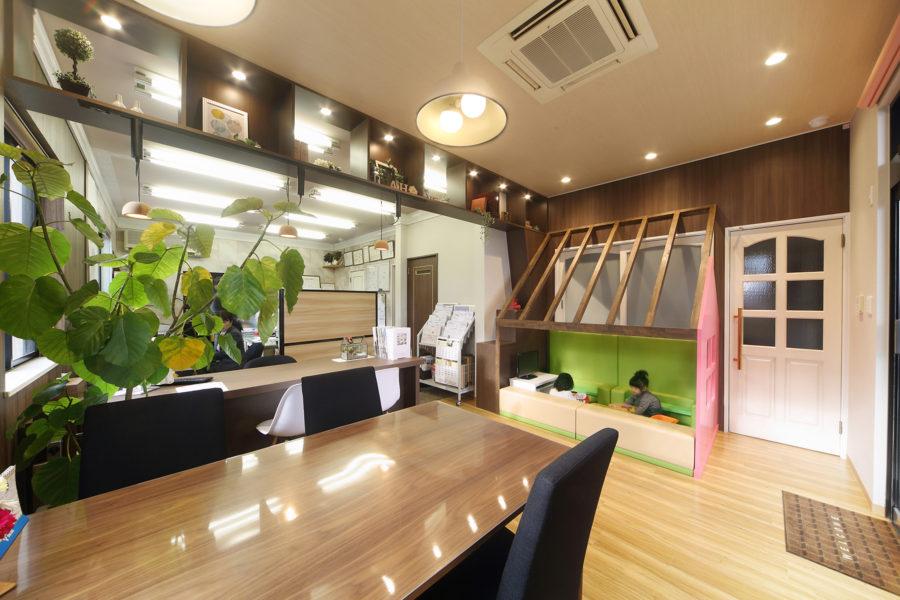 不動産屋の店舗デザイン_愛知県東海市アイカワホーム東海店サムネイル