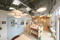 椅子張り工場兼ショップの店舗デザイン