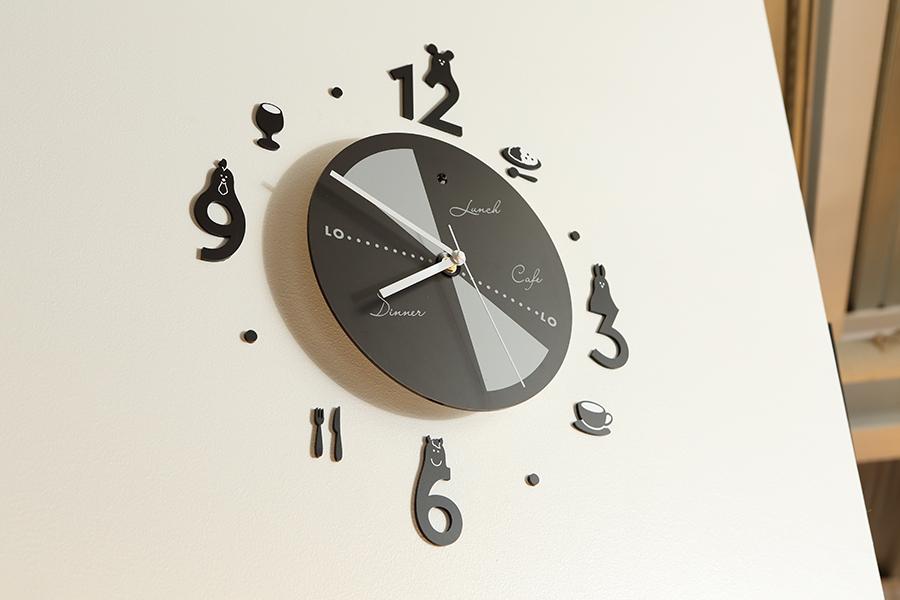 カフェダイニングの時計デザイン
