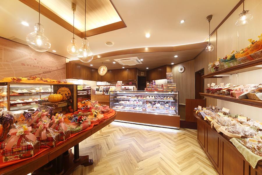 ケーキ屋の店舗デザイン_大阪府河内長野市 旅するケーキ屋メルヘン
