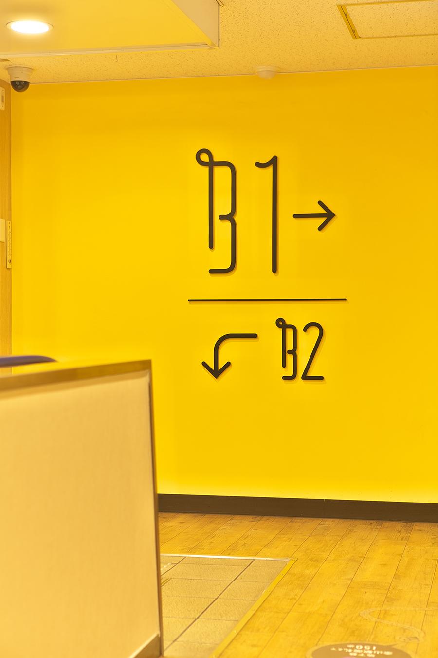 ビルの看板デザイン